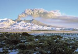2018 Rutherford Lecture : Photo of Mt Ruapehu 1995 eruption